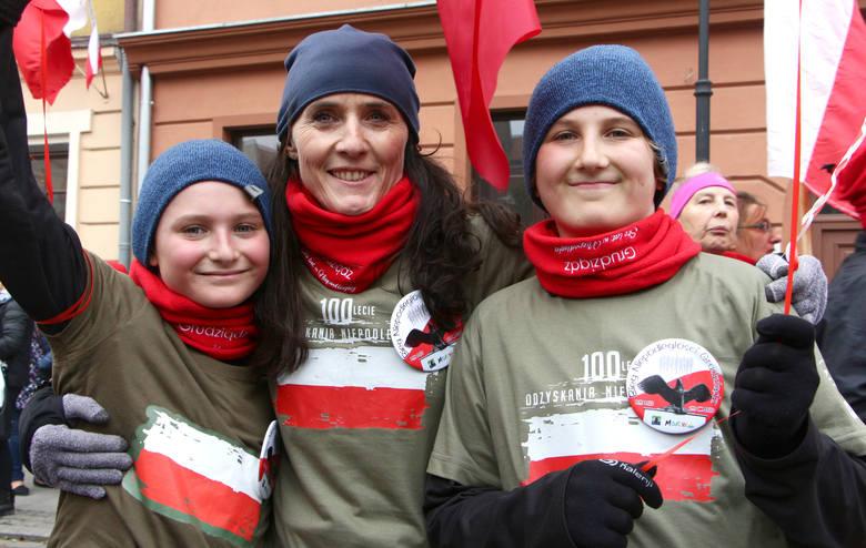 Z ulicy Za Basenem biegacze wyruszyli  ulicami Grudziądza pod pomnik Józefa Piłsudskiego na Placu Niepodległości. Na miejscu razem z Akademią Biegania