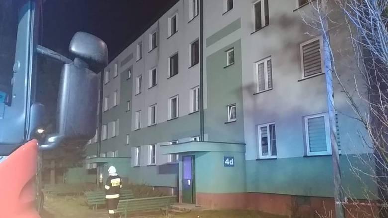 Ponad 100 osób ewakuowano w poniedziałek po godz. 21 z bloku mieszkalnego w Zarzeczu w powiecie przeworskim. To efekt alarmu bombowego.- Służby ratunkowe