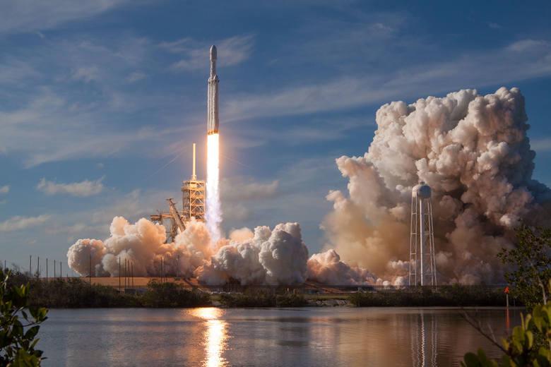 Start rakiety Falcon Heavy.