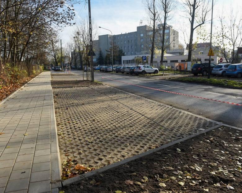 Miejsca parkingowe przy ul. Źródłowej