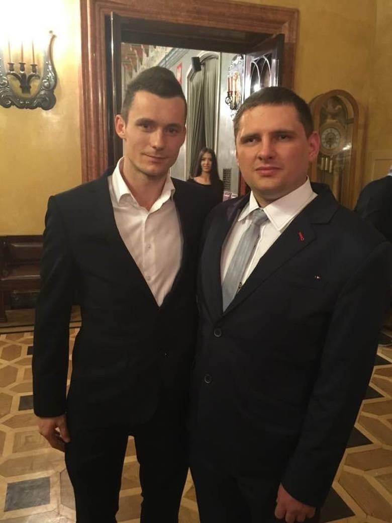 Martin Jung jako piłkarz. Z reprezentantem Polski Krzysztofem Mączyńskim.