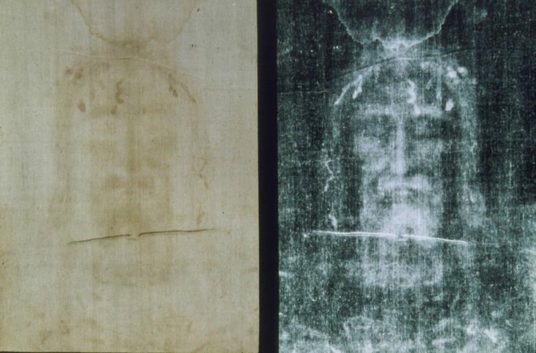 Całun turyńskiCałun Turyński to jeden z najsłynniejszych obiektów kultu religijnego. Według tradycji chrześcijańskiej w płótno zawinięto po śmierci ciało