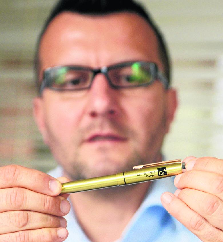 Prezes Michał Ramczykowski przekonuje, że miedziane przedmioty są nie tylko ładne.