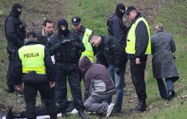 Do brutalnej zbrodni, która wstrząsnęła regionem, doszło w Grodkowie w lutym 2009 roku. Tomasz i Ryszard brutalnie - uderzając kamieniem w twarz, kopiąc,