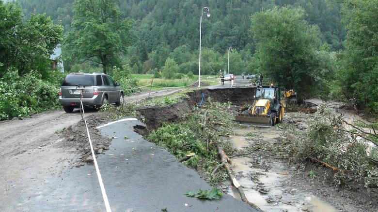Powiat limanowski. Krajobraz po powodzi. Woda opada i odsłania ogrom zniszczeń[ZDJĘCIA]