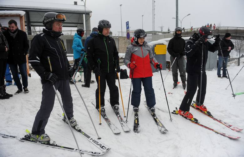 Premier Beata Szydło pojawiła się w niedzielę na stoku narciarskim w Przemyślu. Podczas zjazdów towarzyszyli jej prezydent miasta Robert Choma, marszałek