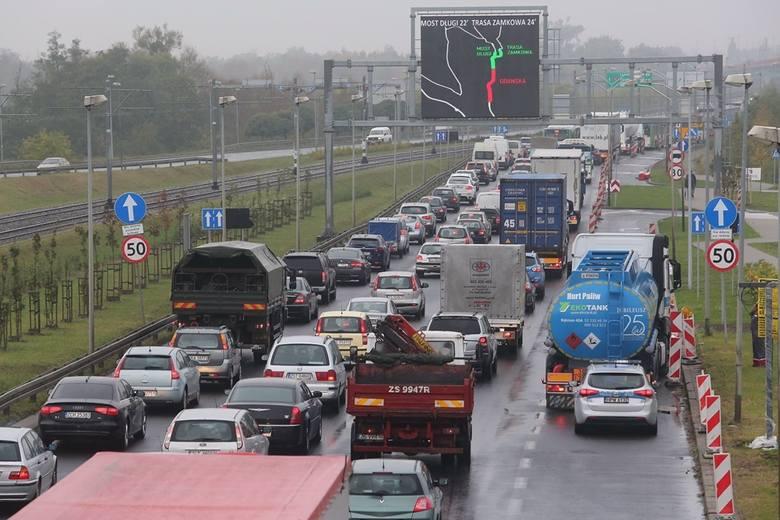 Ciężarówki niszczą drogi powiatowe