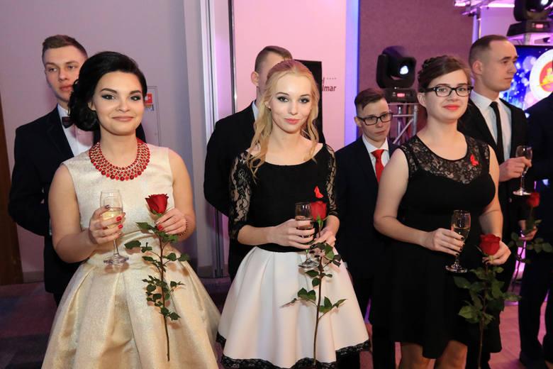 Najładniejsze dziewczyny z toruńskich studniówek [ZDJĘCIA cz.1]Zobacz także: Serwis specjalny: Toruńskie studniówki [ZDJĘCIA]NowosciTorun