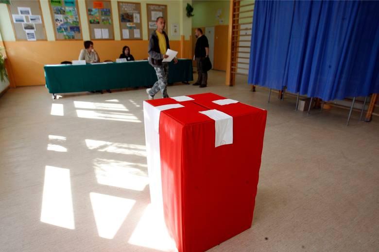 Uprawiony do głosowania jest każdy mieszkaniec kraju, który ma ukończone 18 lat i jest wpisany na listę wyborców. Głosować można w miejscu swojego zameldowania,