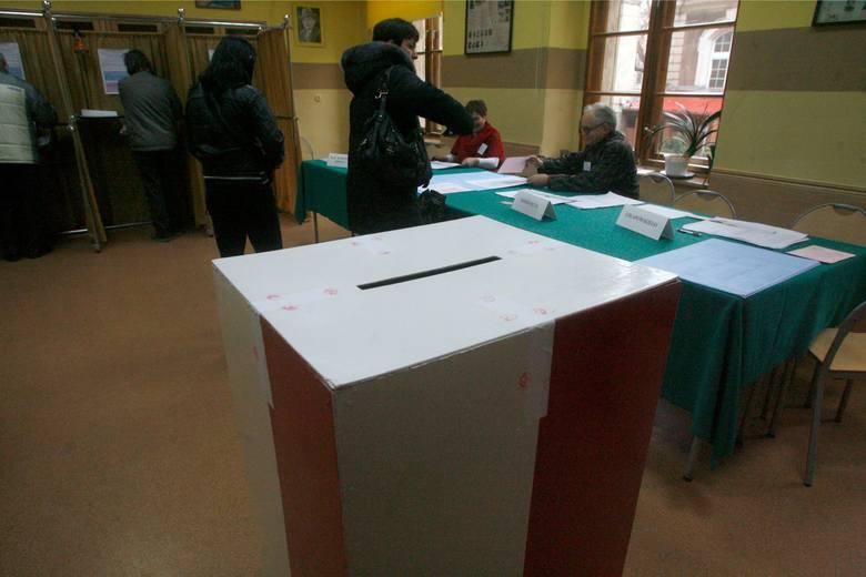 Wybory samorządowe 2018 odbędą się 21 października (niedziela). Lokale wyborcze będą czynne między godziną 7 a 21 we wszystkich miastach kraju. Kampania