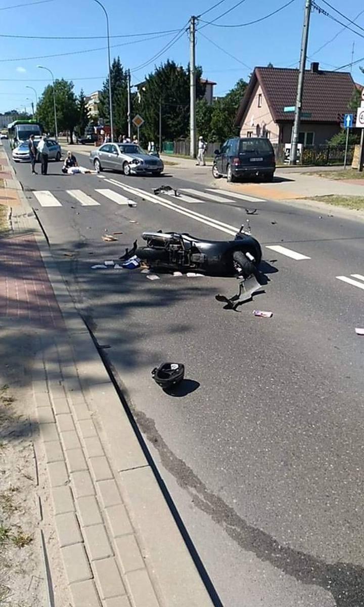- Ze wstępnych ustaleń wynika, że 31-letni kierowca mercedesa prawdopodobnie najechał na tył skutera, którego 41-letni kierowca wykonywał manewr skrętu