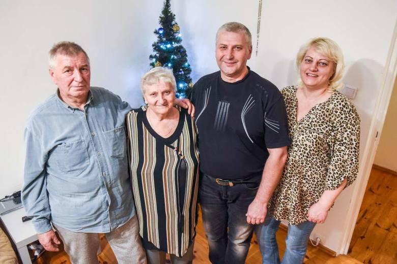 - W Mariupolu na Boże Narodzenie zawsze zbierała się cała rodzina, była wigilia.  A tutaj święta spędzimy w trójkę– mówi Tetiana Krasnova, wskazując