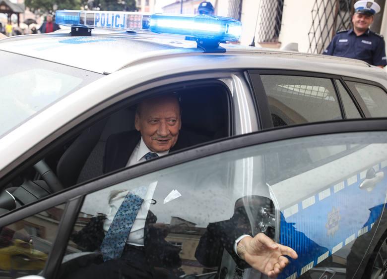 Hybrydowe toyoty dla rzeszowskich policjantów [ZDJĘCIA]