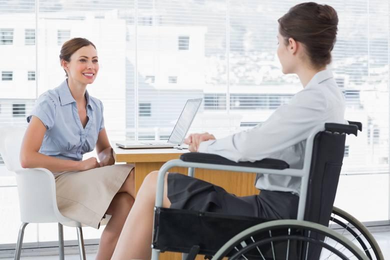 Zatrudnianie osób niepełnosprawnych - na jakie korzyści może liczyć pracodawca? Obowiązki pracodawców zatrudniających niepełnosprawnych
