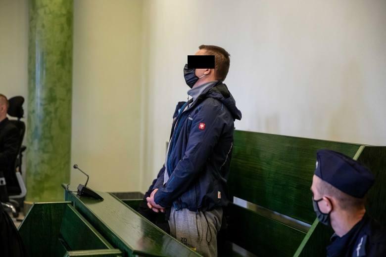 """Białystok. Więzienie i 15-letni zakaz posiadania zwierząt dla mężczyzny, który wyrzucił psa z 8. piętra. """"Bo nie chciał zejść z parapetu""""."""