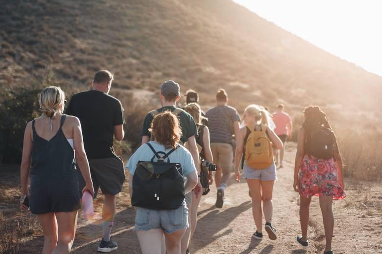 Tego nie wolno robić na szlaku! Zobacz najgorsze błędy niedzielnych turystów. Ty na pewno tak nie robisz?
