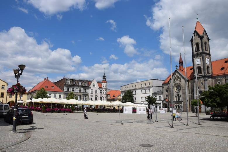 TARNOWSKIE GÓRYPrawdziwe serce miastaRynek w Tarnowskich Górach to prawdziwe serce miasta, które bez względu na porę dnia i roku tętni życiem. Przede