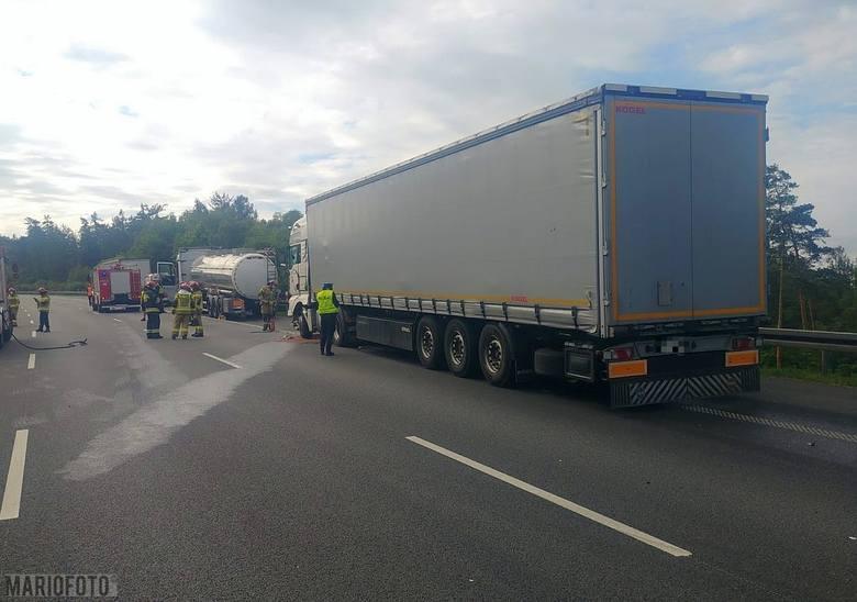 Wypadek na autostradzie A4 w rejonie Góry św. Anny. Ciężarówka uderzyła w cysternę z alkoholem
