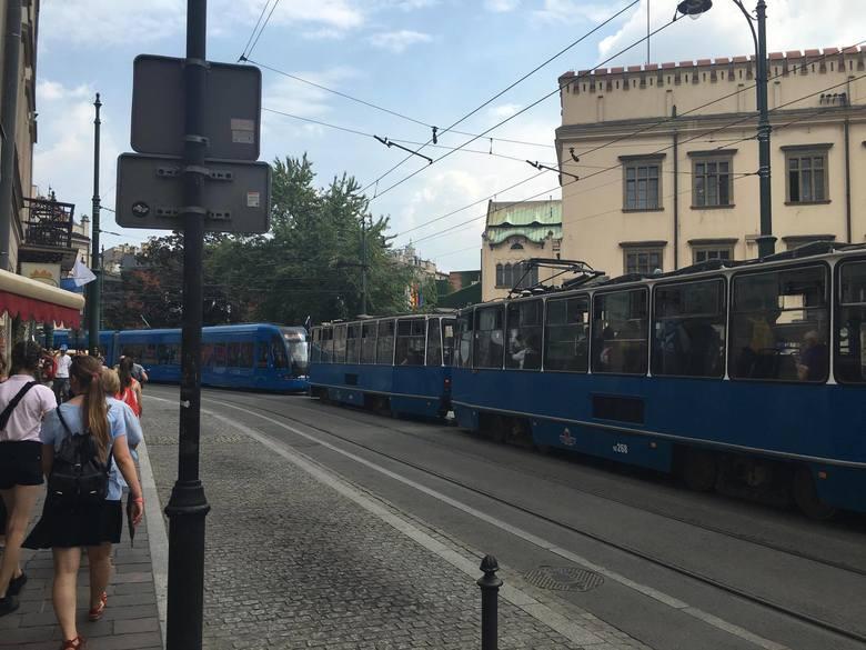 ŚDM Kraków. Tramwaje utknęły w korkach w centrum miasta [ZDJĘCIA]