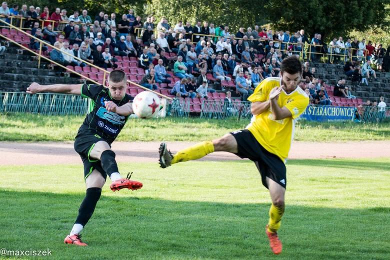 W emocjonującym meczu o czwartoligowe punkty Star Starachowice przegrał u siebie z Czarnymi Połaniec 2:3. STAR STARACHOWICE – CZARNI POŁANIEC 2:3 (1:2)Bramki: