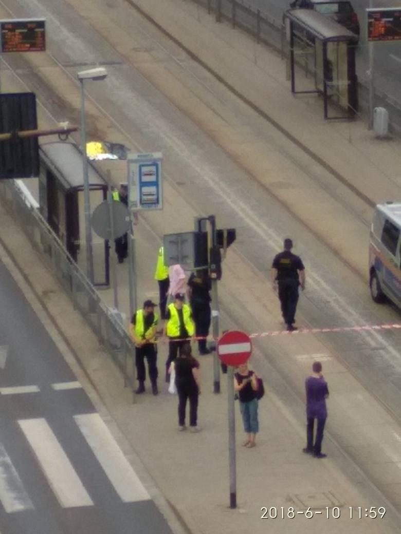 Tramwaj ciągnął kobietę kilkaset metrów. Rozszarpał jej ciało. Prokuratura: motorniczy jest niewinny