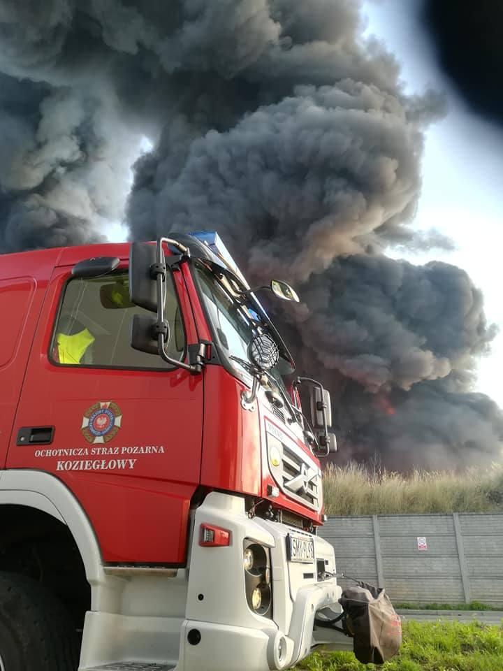 Pożar zakładu recyklingu w Myszkowie gasiło 35 zastępów straży PSP i OSP