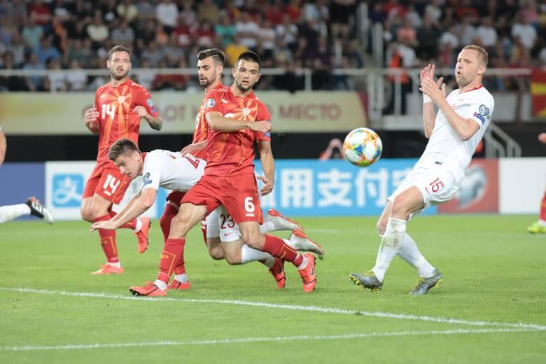 Kamil Glik (AS Monaco, 31 lat) - 5Wciąż trudno wyobrazić sobie obronę kadry bez Glika. Ma za sobą bardzo trudny ligowy sezon, w którym do końca walczył