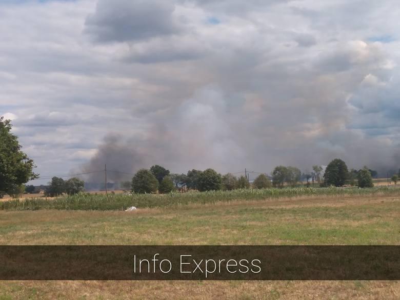 Pożar prasy rolującej i 3 hektarów słomy w Ciasnej 17.07.2019.