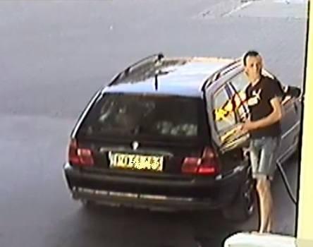 Kradzież paliwa na stacji benzynowejTen mężczyzna jest poszukiwany w sprawie kradzieży ponad 150 litrów oleju napędowego o wartości 788 zł. Do zdarzenia