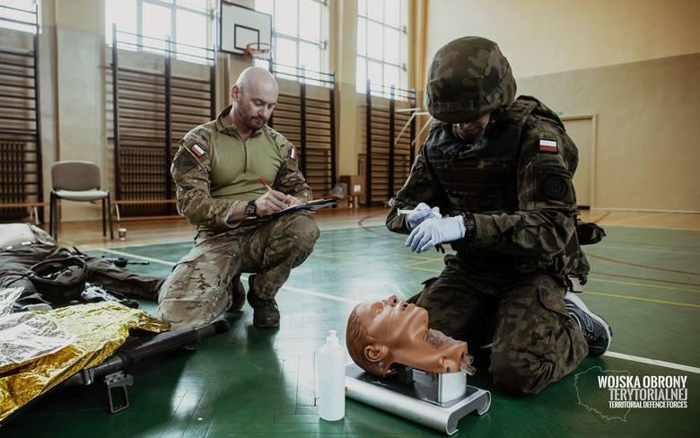 Podkarpaccy terytorialsi uczą się medycyny taktycznej od byłych komandosów [ZDJĘCIA]
