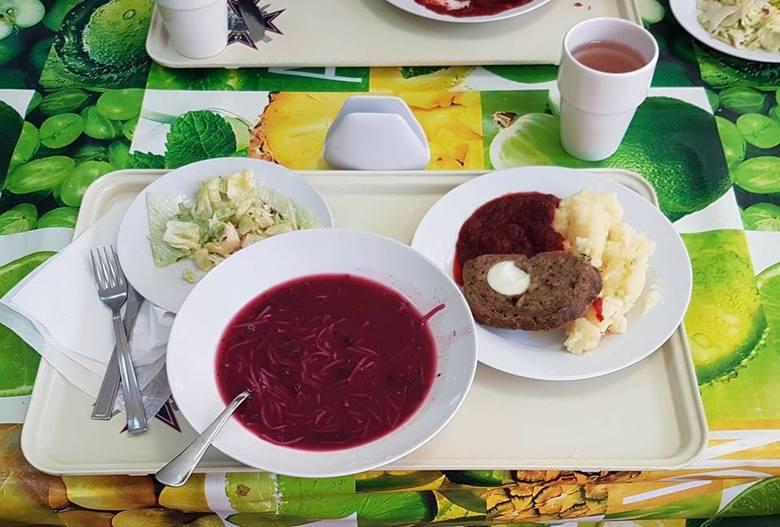 Obiad w Cswl Poznań.Zupa owocowa z makaronem z borowkami