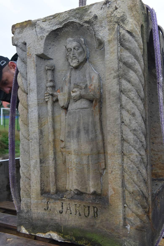 Wieliczka. Cenna kapliczka z ulicy Sadowej pojechała do pracowni konserwatorskiej [ZDJĘCIA]