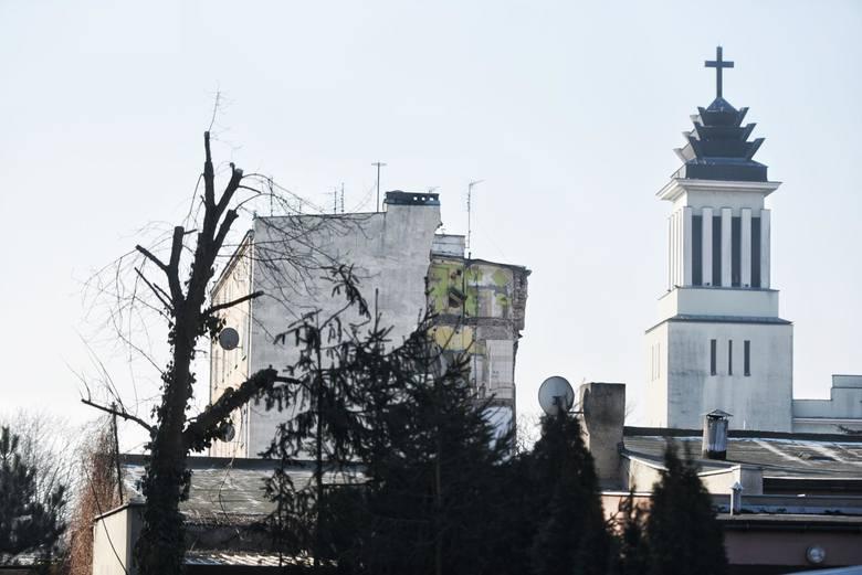 Poznańska prokuratura skierowała do sądu akt oskarżenia przeciwko Tomaszowi J., który ma być odpowiedzialny za wybuch na Dębcu oraz zabójstwo swojej żony, czterech innych osób i usiłowanie zabójstwa 34 mieszkańców. On sam nie przyznaje się do winy.