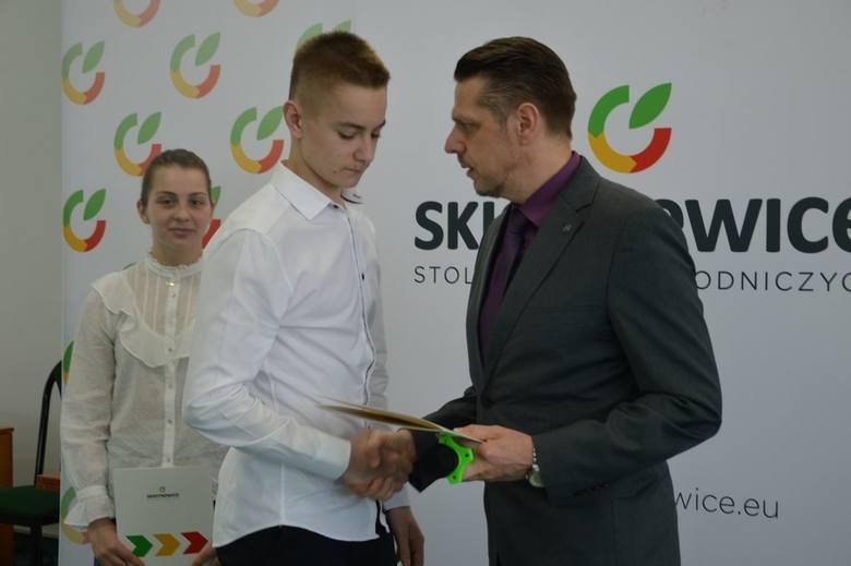 Skierniewiccy sportowcy odebrali stypendia prezydenta miasta [ZDJĘCIA]