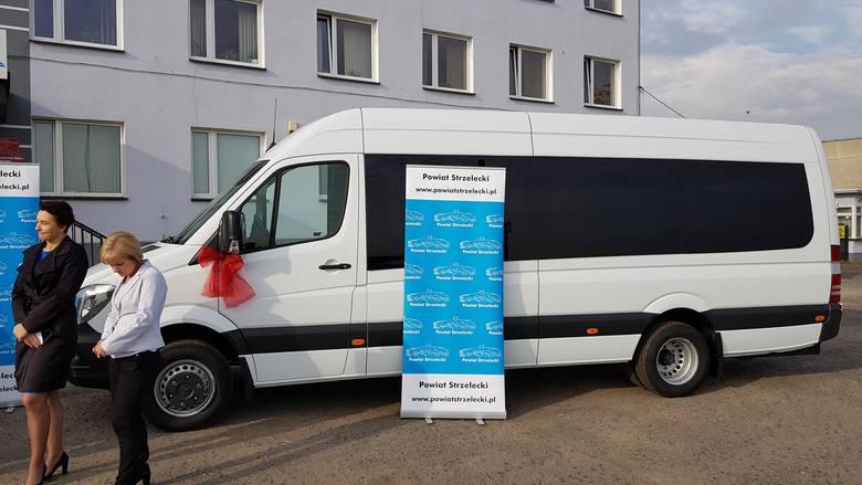 Razem Przeciw Smogowi: nowoczesne, ekologiczne autobusy wyjechały na drogi powiatu strzeleckiego