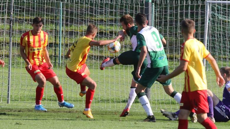 Rezerwy Korony Kielce grają dziś z Podlasiem Biała Podlaska. Jeśli wygrają, zostaną liderem trzeciej ligi.