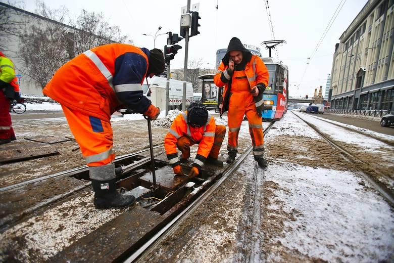 Atak zimy we Wrocławiu i komunikacyjny paraliż miasta