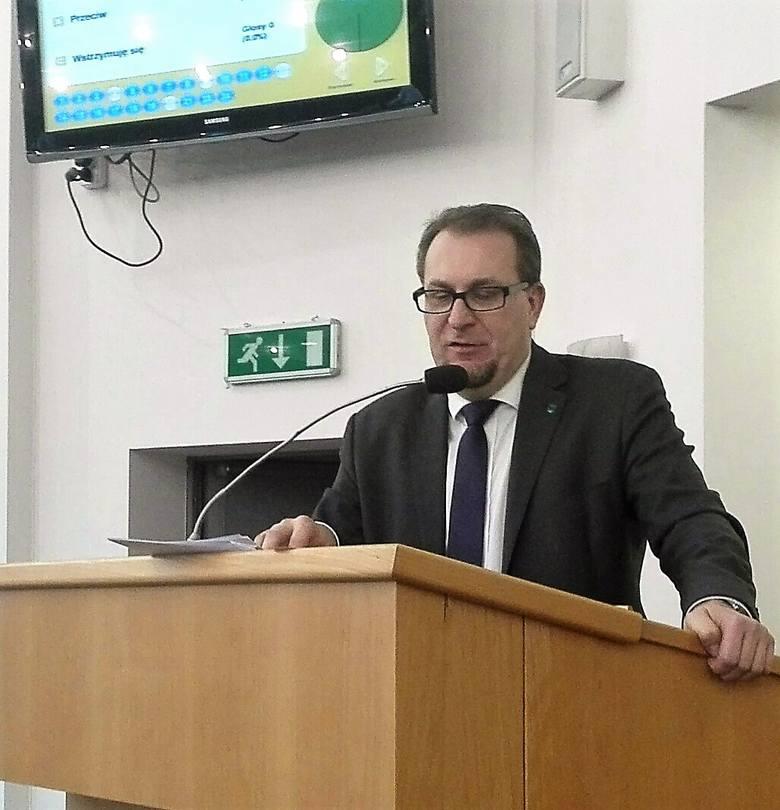 Nadzwyczajna sesja rady miasta w sprawie PKM. Na sesję przyszli pracownicy firmy. Roman Foksowicz, wiceprezydent Jastrzębia