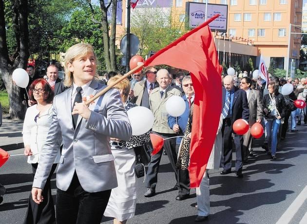 Konin to jedno z nielicznych miast w Wielkopolsce, gdzie podtrzymywana jest tradycja pochodów pierwszomajowych. W 2011 roku wzięło w nim udział około