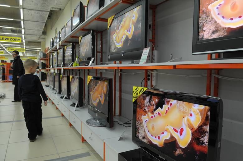 """""""Rzeczpospolita"""" pisze, że zmiana częstotliwości to nie jedyna zmiana, jaka czeka telewizję. Zmianie ulegnie też technologia nadawania sygnału."""