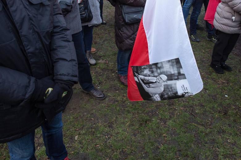 """Piotr Adamowicz: """"Niektórych śmierć mojego brata kompletnie niczego nie nauczyła"""". To już druga rocznica śmierci prezydenta Gdańska"""
