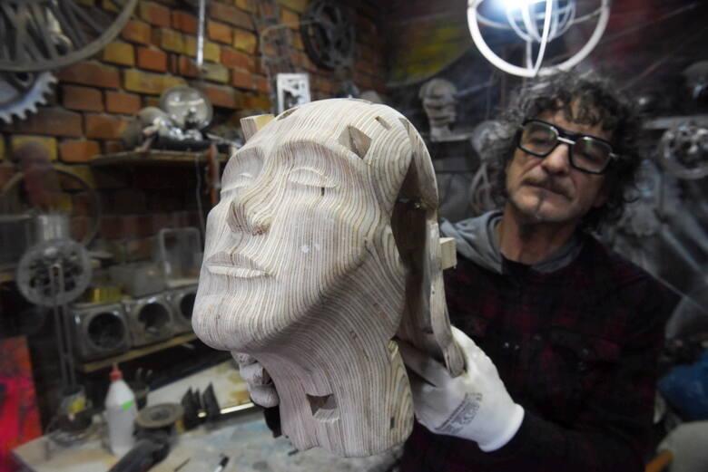 Jerzy Pach jest świebodzińskim artystą. Zajmuje się wieloma formami sztuki.