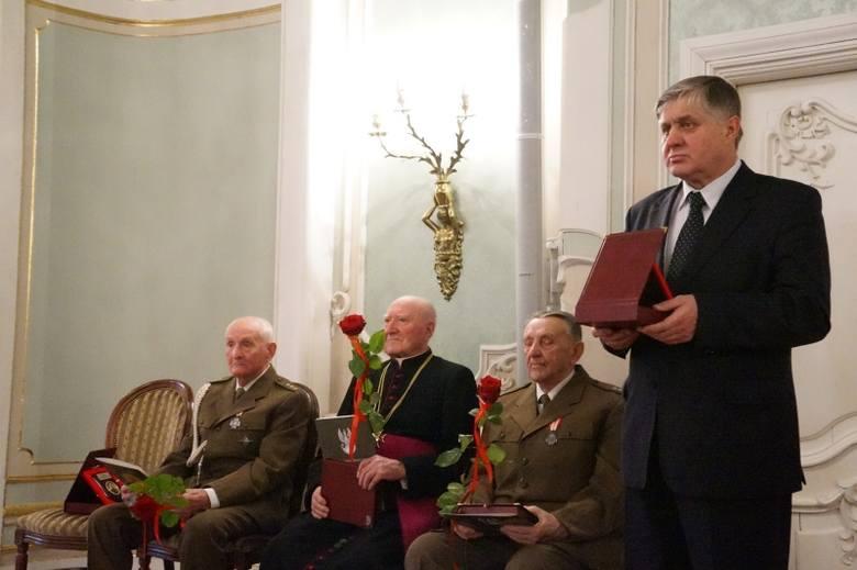 Przyznawane przez Kapitułę ryngrafy są formą oddania hołdu zarówno żołnierzom wyklętym, jak i ich rodzinom.