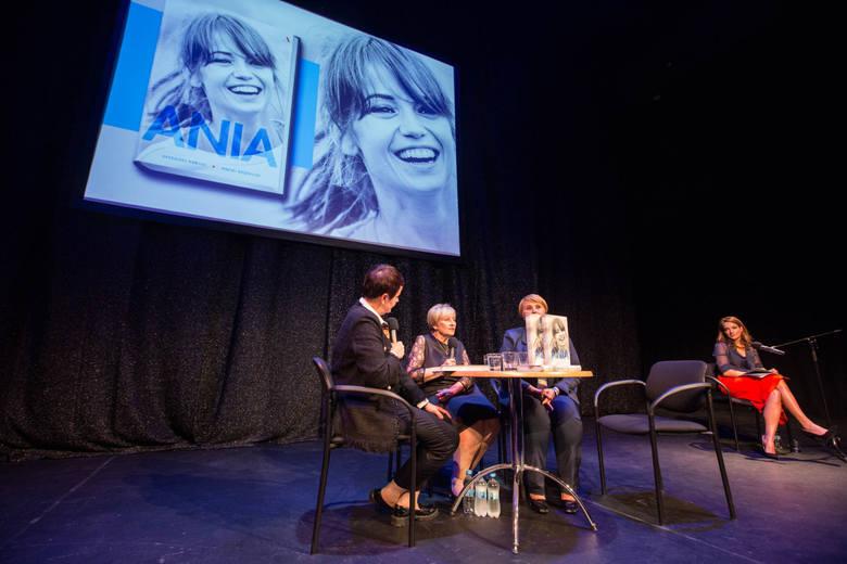 """Na Festiwalu Filmowym w Gdyni odbyła się uroczysta premiera biografii Anny Przybylskiej zatytułowanej """"Ania"""". W Teatrze Muzycznym zjawili"""