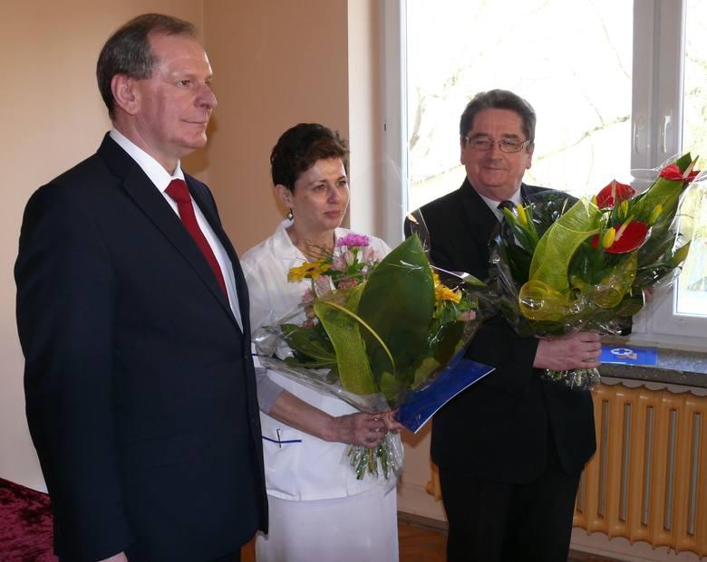 Od lewej dyrektor Stanisław Krasny, dr Elżbieta Czerkies i dr Zbigniew Mączka.