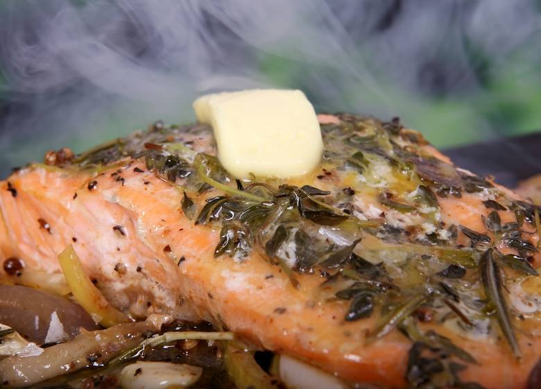 Potrawy diety lekkostrawnej mogą być pieczone w pergaminie czy żaroodpornym naczyniu, niedozwolone są za to te pieczone w tradycyjny sposób, grillowane