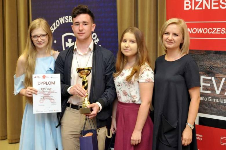 Uczniowie z Podkarpacia zwycięzcami Szkolnych Mistrzostw Menedżerskich [ZDJĘCIA]