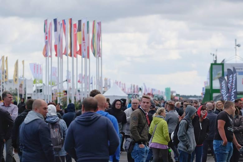 Od czwartku na lotnisku w wielkopolskich Bednarach odbywa się jubileuszowa międzynarodowa wystawa rolnicza Agro Show. Pojawiły się na niej tysiące zwiedzających,