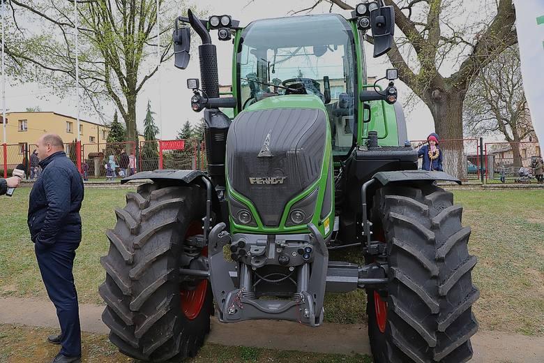 """Targi Rolne """"Agrotechnika"""" w Bratoszewicach to okazja do zaprezentowania najbardziej nowoczesnych ciągników i maszyn rolniczych. Najnowocześniejsze"""