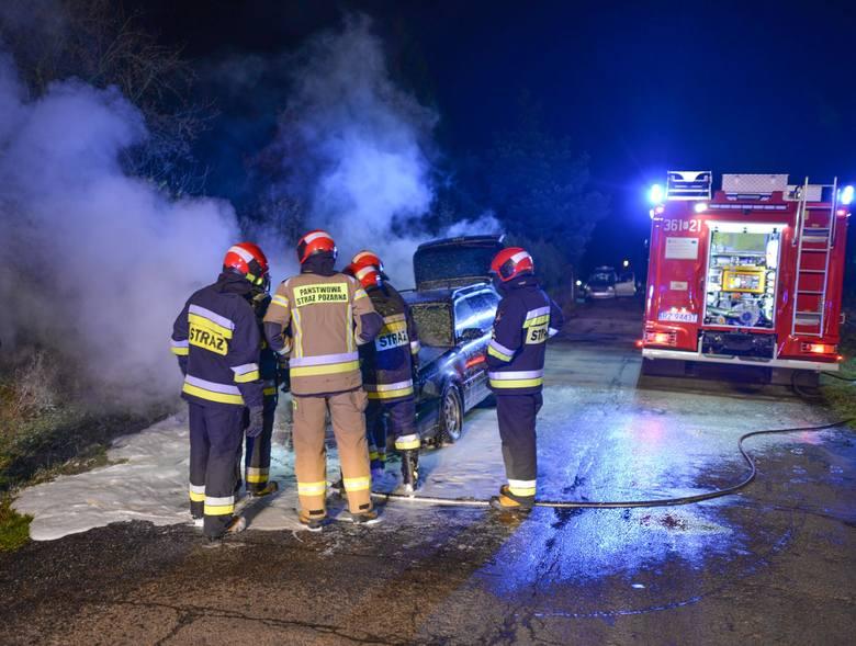 Do zdarzenia doszło we wtorek o godz. 19.30 na ul. Przekopanej w Przemyślu. Podczas jazdy zapaliła siękomora silnika osobowego audi. Do pożaru zadysponowano